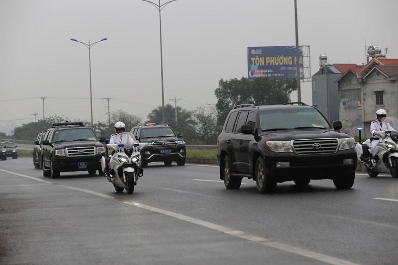 Cận cảnh đoàn xe hộ tống ông  Kim Jong-un về Hà Nội - ảnh 8