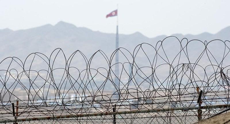 Hàng rào ngăn cách biên giới liên Triều. Về lý thuyết hai miền liên Triều vẫn còn đang trong tình trạng chiến tranh. Ảnh: AFP