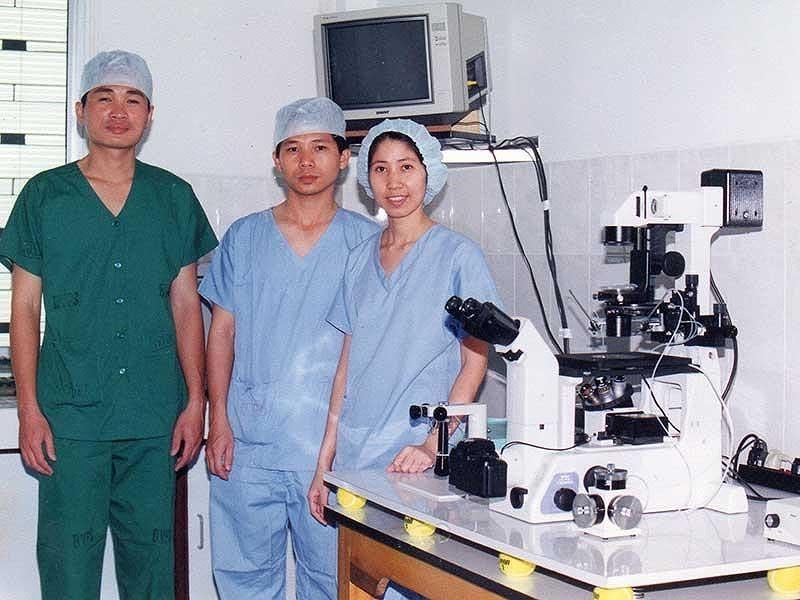 Cặp vợ chồng đưa kỹ thuật thụ tinh ống nghiệm ra thế giới - ảnh 1