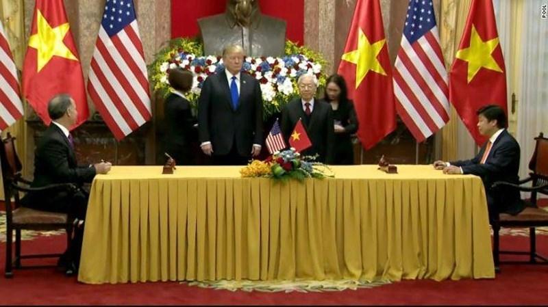 Tổng thống Mỹ Donald Trump được Tổng Bí thư, Chủ tịch nước Nguyễn Phú Trọng tiếp sáng nay. Ảnh: CNN