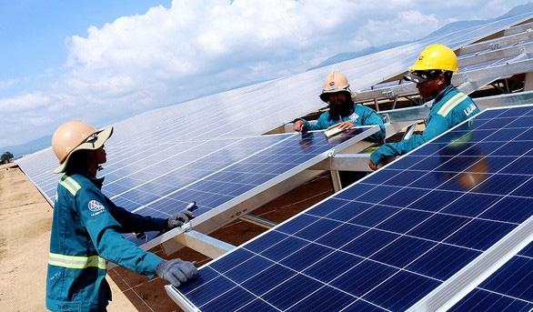 Hơn 2.000 MW điện mặt trời, điện gió bổ sung nguồn điện - Ảnh 1.