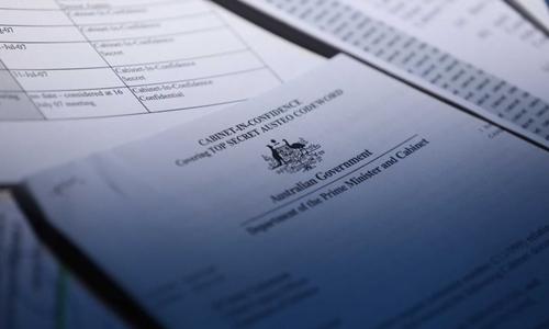 Một số tài liệu chính phủ Australia nằm trong tủ hồ sơ cũ. Ảnh: ABC News.