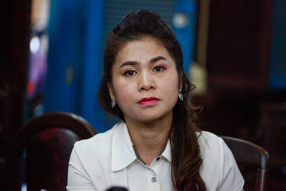 Bà Lê Hoàng Diệp Thảo nói gì sau khi tạm ngừng phiên tòa? - Ảnh 1.