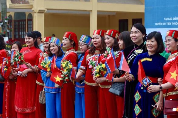 Chủ tịch Kim Jong Un vẫy chào tạm biệt Việt Nam, tàu rời ga Đồng Đăng - Ảnh 20.