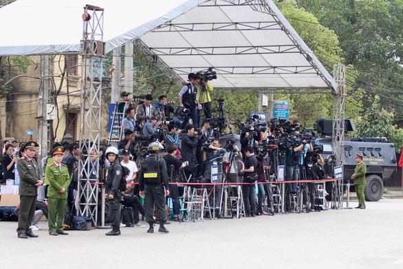Chủ tịch Kim Jong Un vẫy chào tạm biệt Việt Nam, tàu rời ga Đồng Đăng - Ảnh 22.