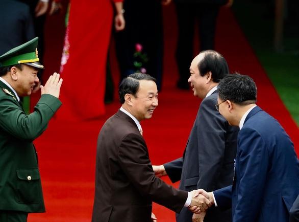 Chủ tịch Kim Jong Un vẫy chào tạm biệt Việt Nam, tàu rời ga Đồng Đăng - Ảnh 9.