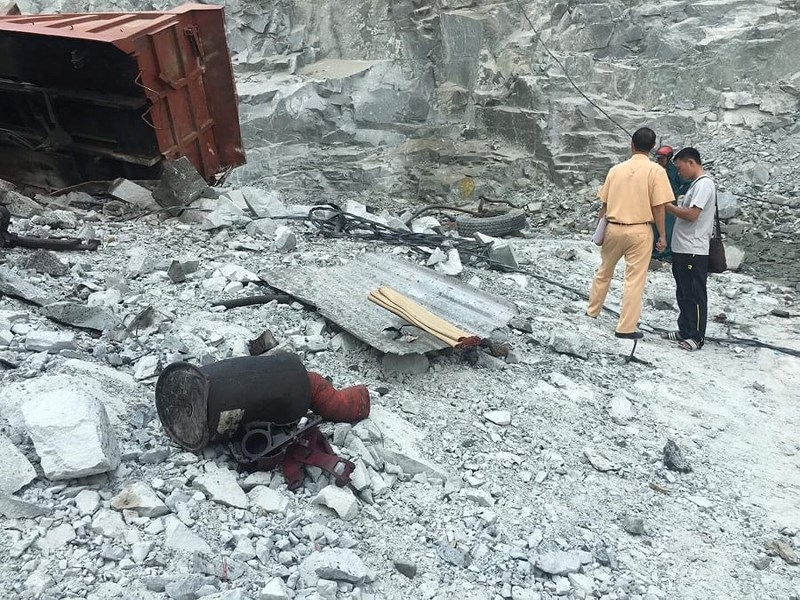 Xe tải rơi hàng trăm mét xuống hầm đá, tài xế tử vong - ảnh 1