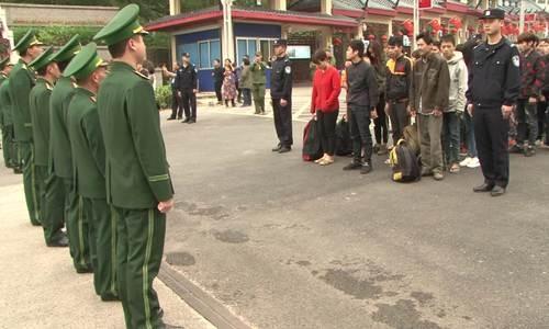49 lao động trái phép người Việt bị trục xuất về nước