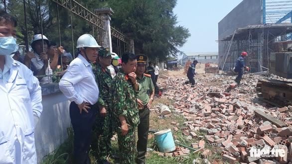 Sập bức tường rộng 400m2, ít nhất 5 người chết - Ảnh 2.