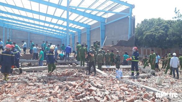 Sập bức tường rộng 400m2, ít nhất 5 người chết - Ảnh 3.