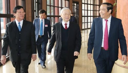 Tổng bí thư Nguyễn Phú Trọng (giữa) đến dự cuộc họp tổng kết năm 2017 và kế hoạch 2018 của ngành tổ chức cán bộ ngày 19/1. Ảnh: PV