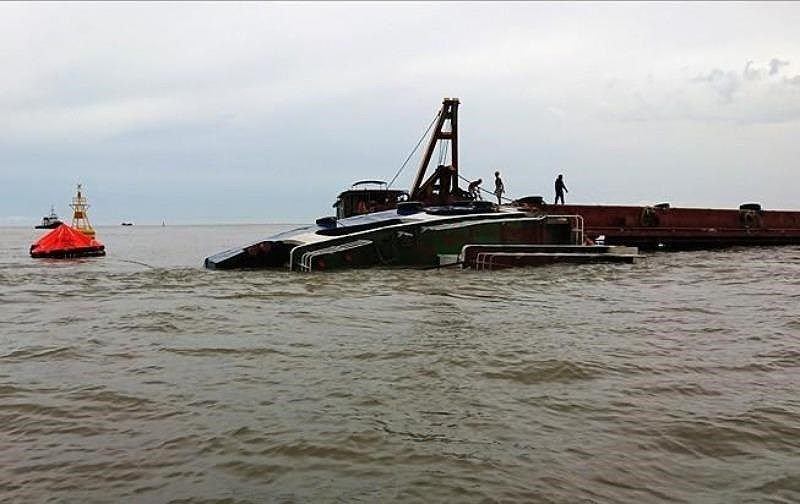 Tàu chìm trên sông Gò Gia, thuyền trưởng mất tích - ảnh 1