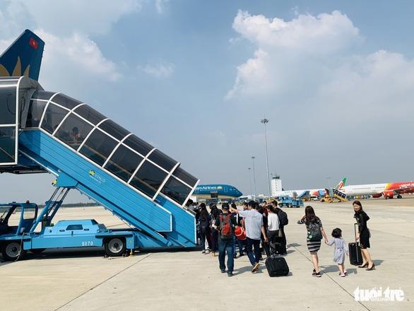 Các hãng hàng không sẽ bay khoảng 2.000 chuyến dịp Giỗ Tổ - Ảnh 1.