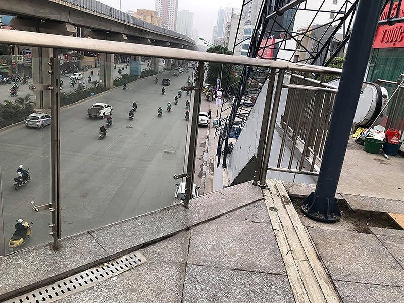 Chùm ảnh đường sắt Cát Linh- Hà Đông còn ngổn ngang, hư hỏng - ảnh 4