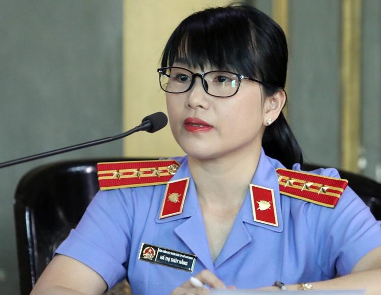 Đại diện VKS hỏi hai bên. Ảnh: Thành Nguyễn.