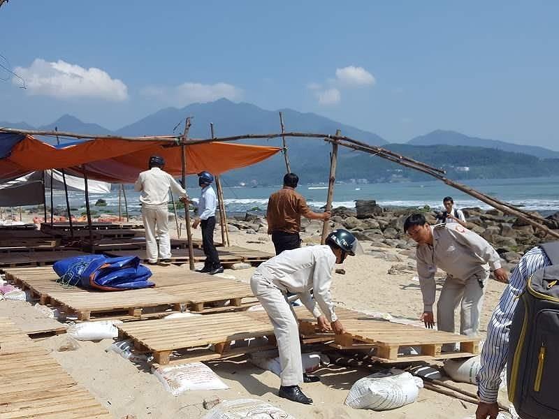 Đà Nẵng: Tháo dỡ hàng chục lều bạt bao vây ghềnh Nam Ô - ảnh 1