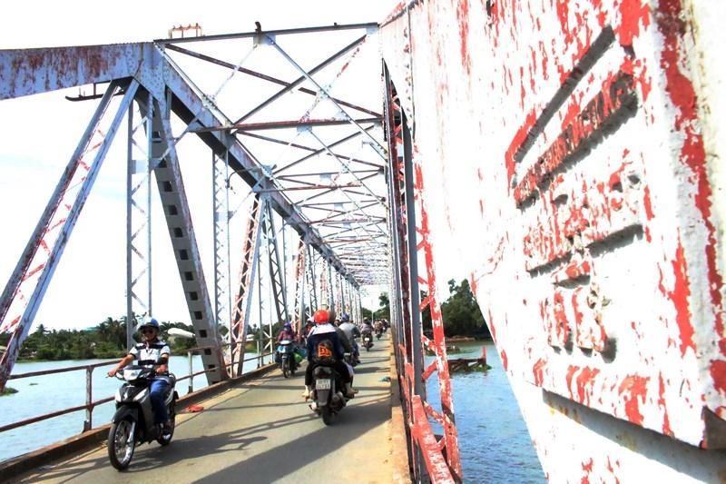 Tiếp tục treo bảng thông báo tháo dỡ cây cầu hơn 100 năm tuổi - ảnh 2