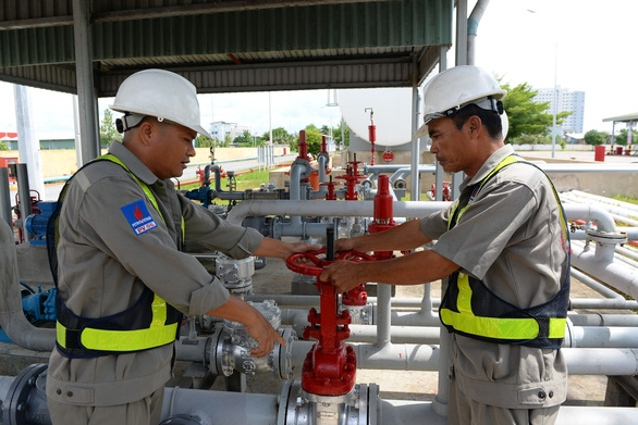 Giá xăng dầu tăng mạnh, cần bỏ lợi nhuận định mức - Ảnh 1.