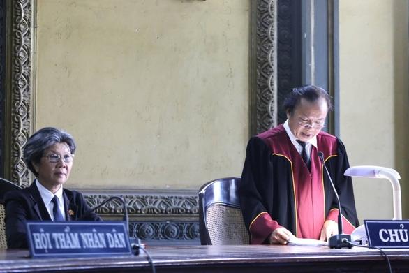 Vụ ly hôn ông chủ Trung Nguyên: Toà gửi bản án và thông báo đọc nhầm án phí - Ảnh 1.