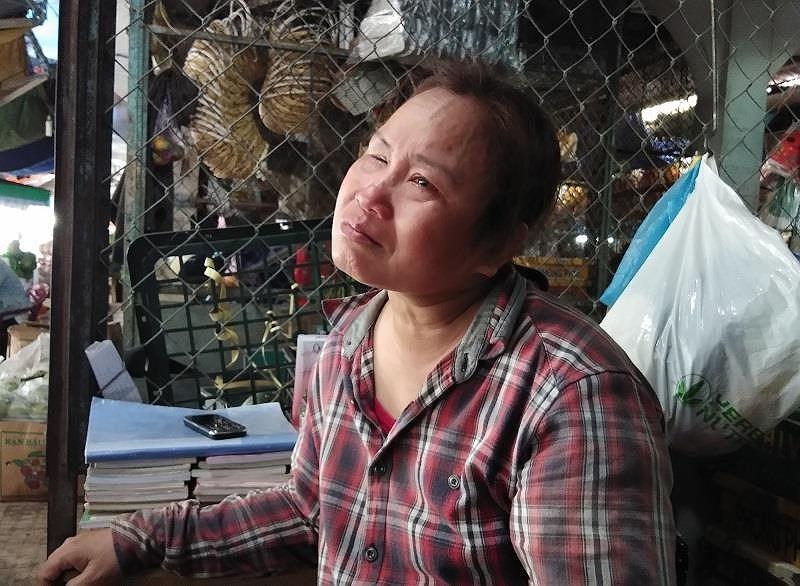 Người mẹ mù lòa khóc vì con trai đâm người vụ vượt đèn đỏ - ảnh 1