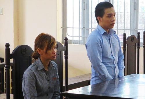 Bị cáo Vỹ cùng người yêu tại tòa. Ảnh: An Nam