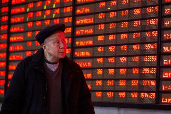 Chứng khoán châu Á tràn sắc đỏ khi căng thẳng thương mại Mỹ-Trung leo thang - Ảnh 1.