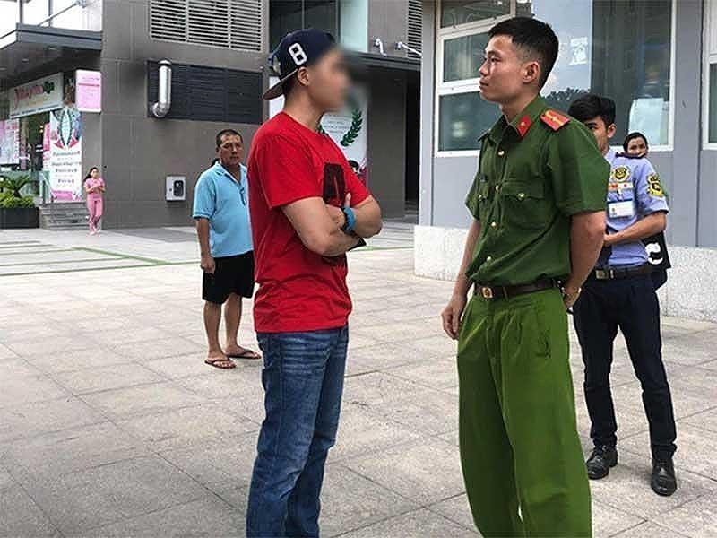 Vụ Việt kiều dắt chó không đeo rọ mõm: Bị xử phạt 700.000 đồng - ảnh 2