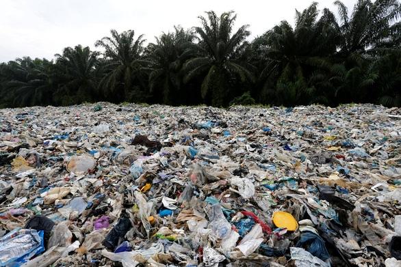 Đến lượt Malaysia trả lại rác nhựa cho các nước lớn - Ảnh 1.