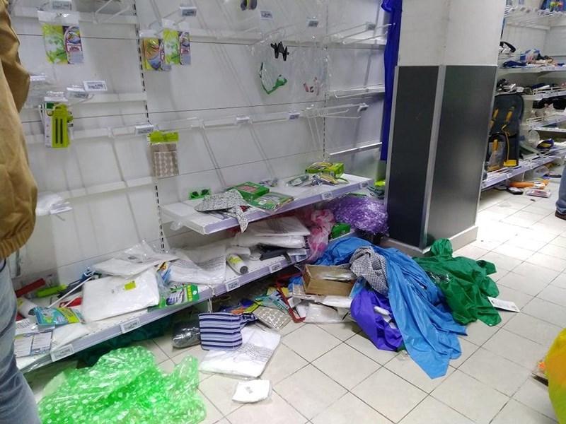 Cận cảnh Auchan 'vỡ trận' do dân đổ xô mua hàng giảm giá   - ảnh 7