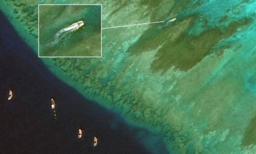 Các tàu Trung Quốc được cho là bắt cá ở Scaborough cuối tháng 12/2018. Ảnh: CSIS.