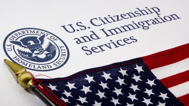 Visa H4 của Mỹ có thể mất quyền đi làm kiếm tiền - Ảnh 2.