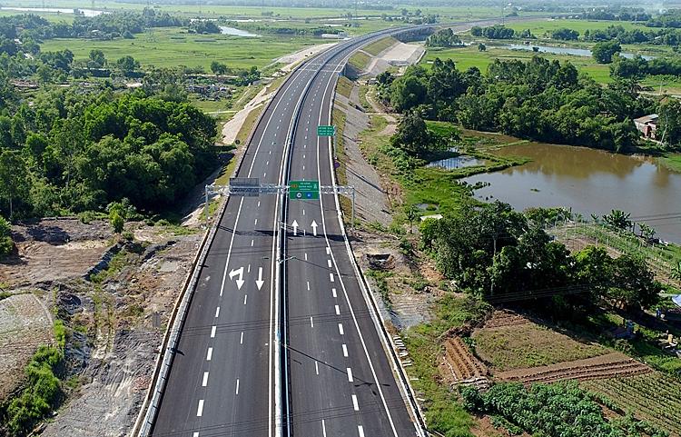 Cao tốc Đà Nẵng - Quảng Ngãi sẽ kết nối với các đoạn cao tốc Bắc Nam sắp xây dựng. Ảnh: Đắc Thành.