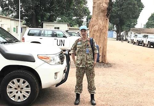 Trung tá Hoàng Trung Kiên tại trụ sở phái bộổn định đa chiều Liên Hợp Quốc tại Cộng Hoà Trung Phi (MINUSCA). Ảnh: NVCC