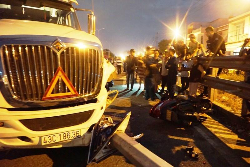 Kinh hoàng: Xe container lao vào nhà dân, 4 người thương vong - ảnh 1