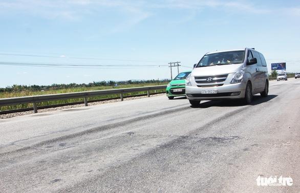 Hết bảo hành, quốc lộ 1 lún như luống khoai - Ảnh 2.