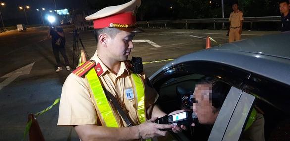 3 ngày ra quân, CSGT phát hiện gần 900 tài xế 'ma men' - Ảnh 1.
