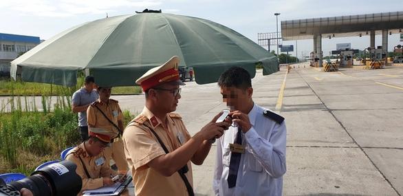 3 ngày ra quân, CSGT phát hiện gần 900 tài xế 'ma men' - Ảnh 4.