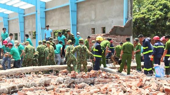 Vụ sập tường 7 người chết: Điều tra chậm vì chưa có kết quả giám định - Ảnh 1.