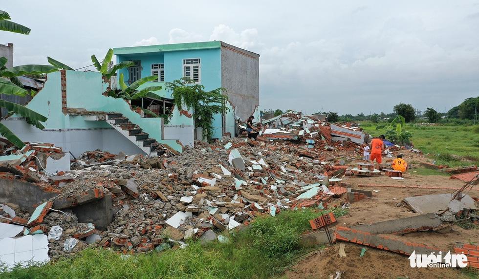 Cần an cư, chắt chiu từng đồng rồi lại liều xây nhà không phép - Ảnh 1.