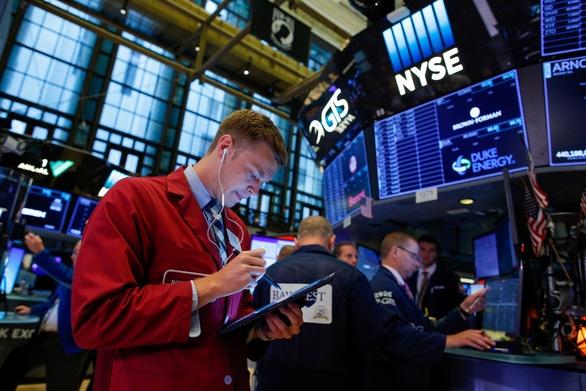 Chứng khoán xanh sau tuyên bố hoãn thuế của Mỹ với một số hàng Trung Quốc - Ảnh 1.