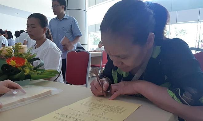 Bà Ánh đăng ký hiến toàn bộ mô tạng tại Bệnh viện Trung ương Huế. Ảnh: Phượng Hoàng.