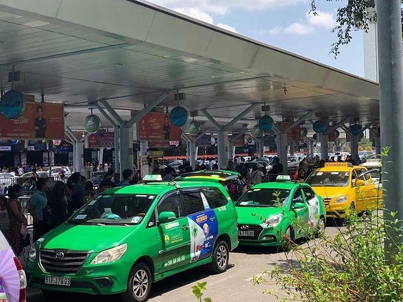 Lo ngại taxi giả hoành hành ở sân bay Tân Sơn Nhất - ảnh 1