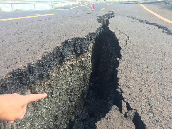Đường 250 tỉ mới nghiệm thu đã nứt toác như bị động đất - Ảnh 6.