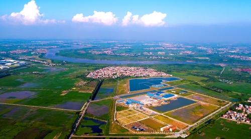 Nhà máy Nước mặt Sông Đuống thuộc Tập đoàn AquaOne - Dự án cung cấp nước sạch sinh hoạt có quy mô tại miền Bắc, đã khánh thành giai đoạn một vào ngày 5.9 tại xã Phù Đổng, huyện Gia Lâm, TP Hà Nội.