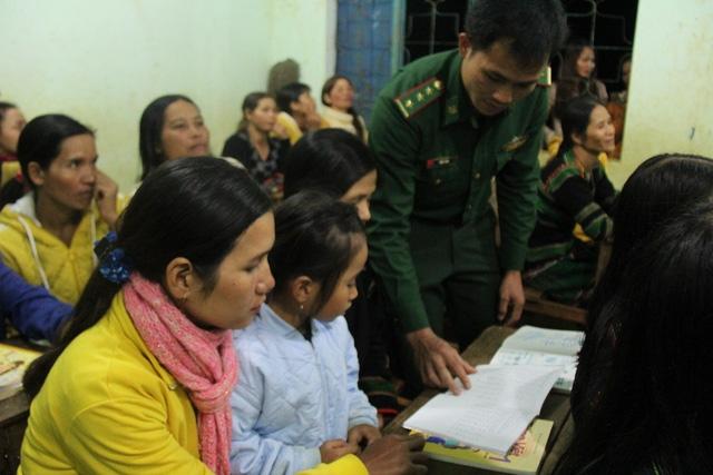 Lớp học của do những người lính biên phòng và giáo viên địa phương đứng lớp