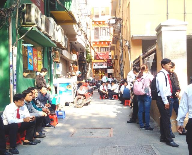 Hàng trăm nhân viên Vinasun dự khán phiên xử kiện Grab - Ảnh 3.