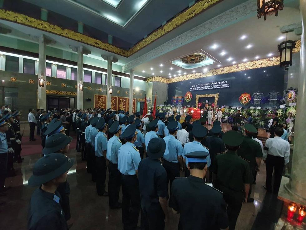 Tiễn đưa phi công phi thường Nguyễn Văn Bảy về quê nhà Lai Vung - Ảnh 5.