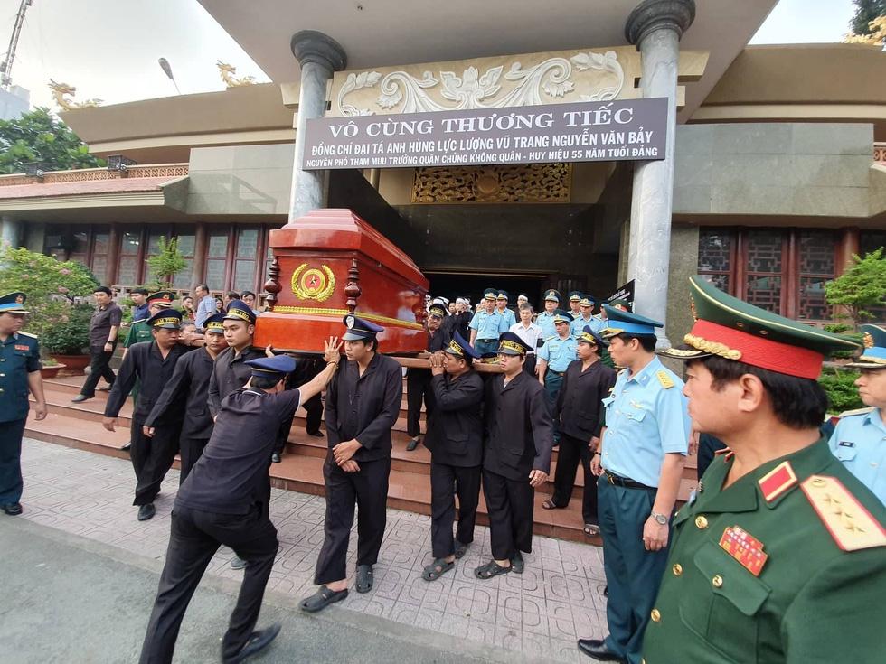 Tiễn đưa phi công phi thường Nguyễn Văn Bảy về quê nhà Lai Vung - Ảnh 8.