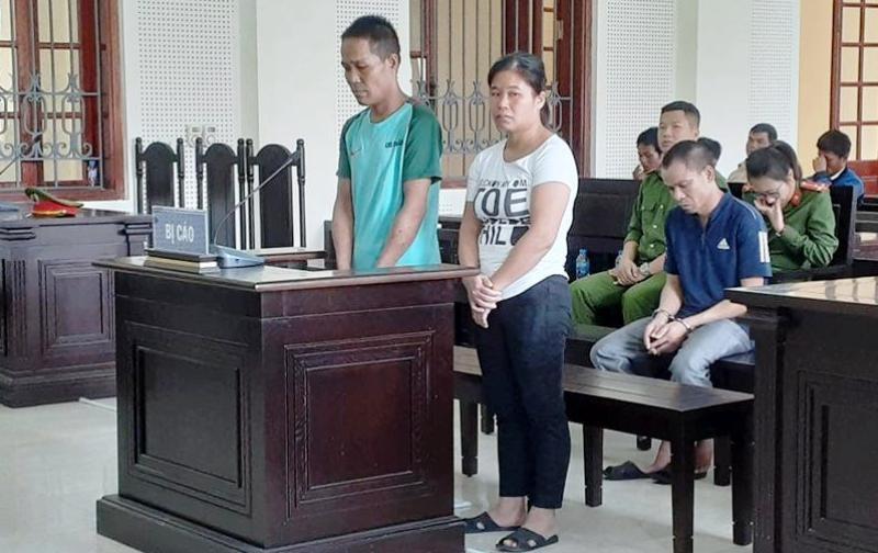 Vợ chồng bán trẻ em sang Trung Quốc thi nhau khóc tại tòa - ảnh 1