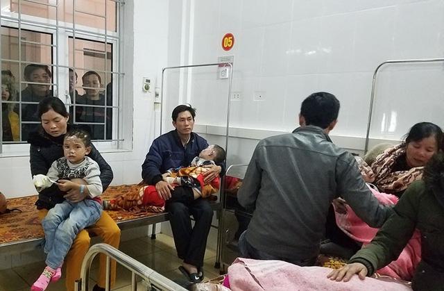 Các cháu học sinh bị bỏng đang được điều trị tại khoa chấn thương, Bệnh viện ĐK Hà Tĩnh.